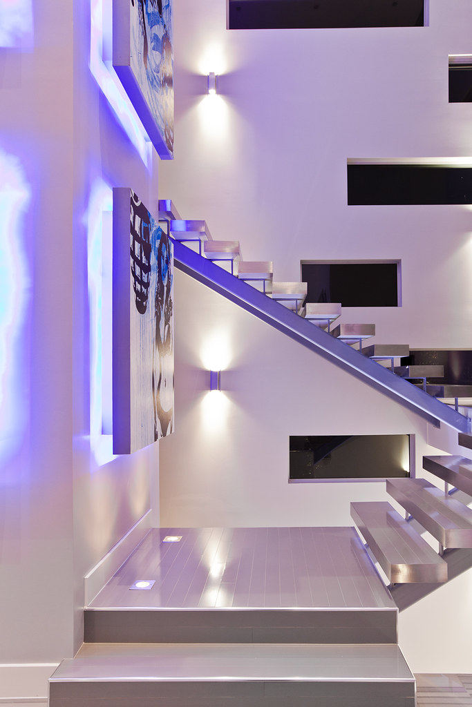 Modern las vegas home 24 30 floating stair pardon the for Free floating stairs