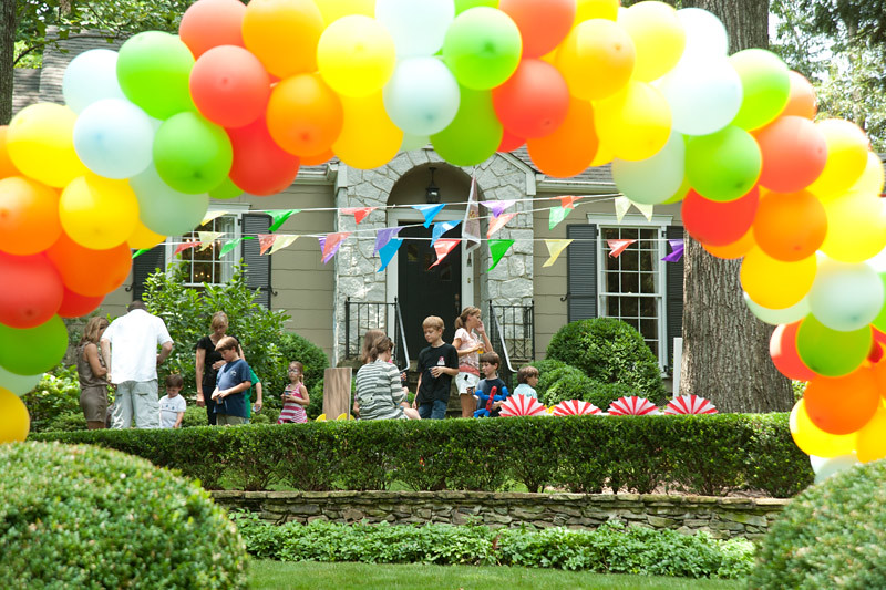Circus Carnival Birthday Party Balloon Arch Amy S Party Ideas Flickr