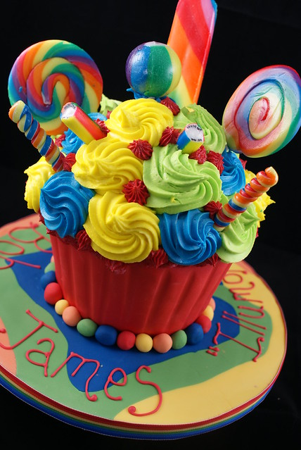 All the fun of the Fair Giant Cupcake! | Flickr - Photo ... Cool Cupcakes For Boys