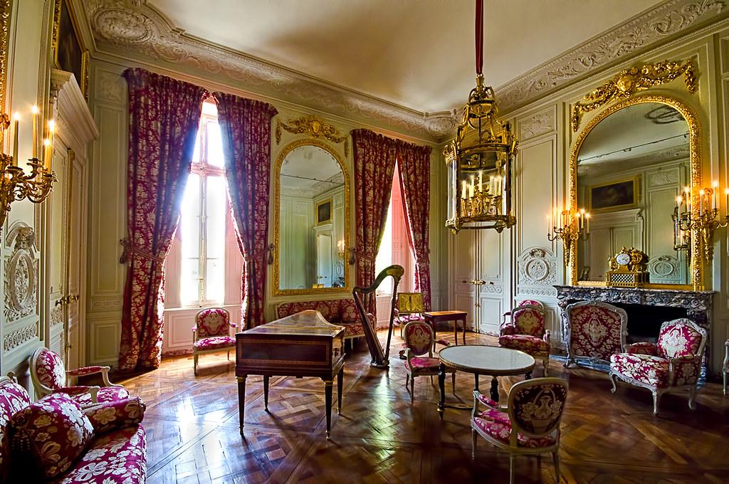 Le grand trianon versailles the building was designed for Chateau de versailles interieur