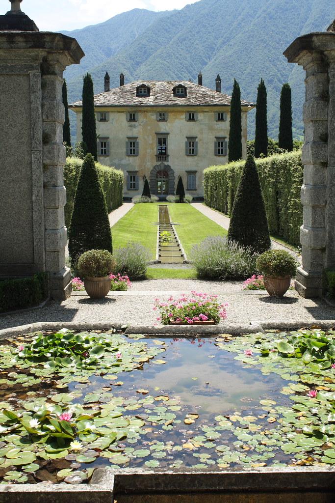 Lecco villa balbiano paul elizabeth flickr for Classic home villa home collection