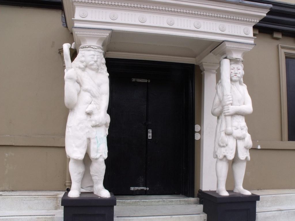 Samson Amp Hercules House Tombland Norwich Statues Of Sa