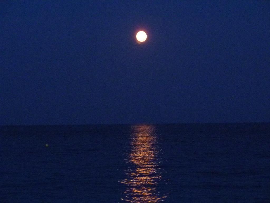 Luna Piena Sul Mare Di Nizza Antonina Flickr