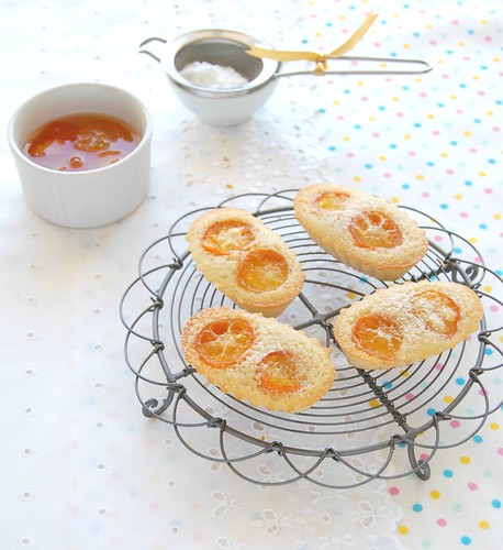 Vanilla bean and candied kumquat financiers / Financiers de baunilha com quincans em calda | by Patricia Scarpin