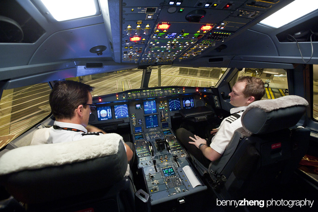 Jetstar Airbus A330-200 Cockpit | 23 July 2011 Melbourne ...