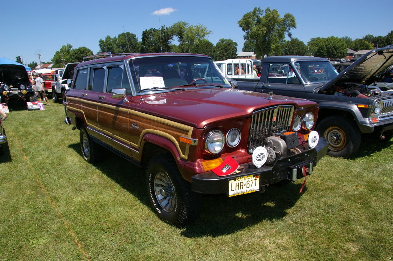 1986 Jeep Grand Wagoneer With Retro Grill Class 6 Modifie