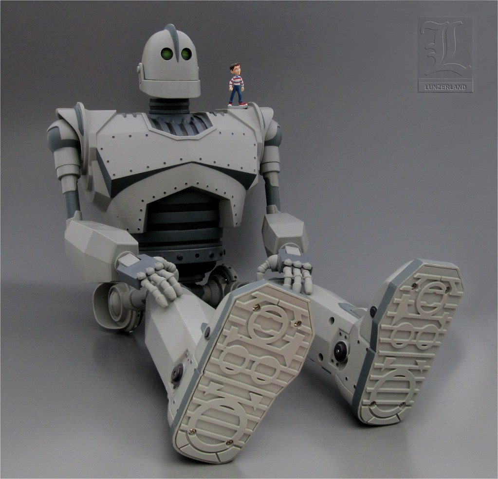 The Ultimate Iron Giant Robot Amp Hogarth Hughes Toy Figures