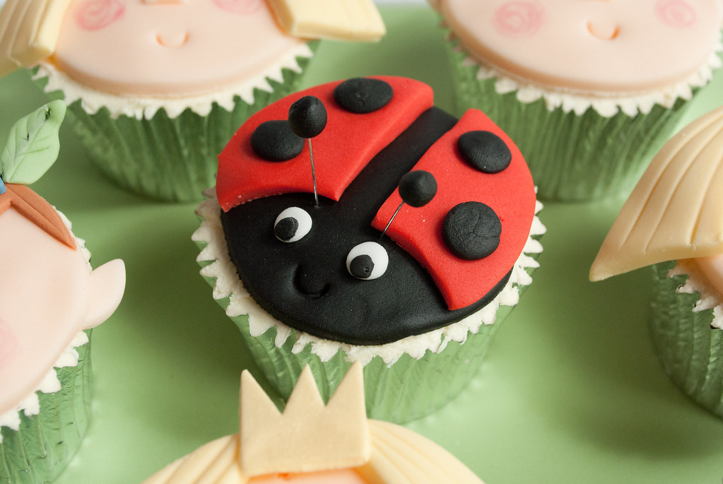 How To Make A Ben And Holly Birthday Cake