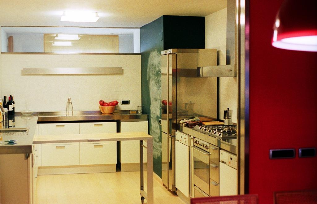 Ti sa05 1024x659 cocina mesa de apoyo que se desplaza for Mesa apoyo cocina