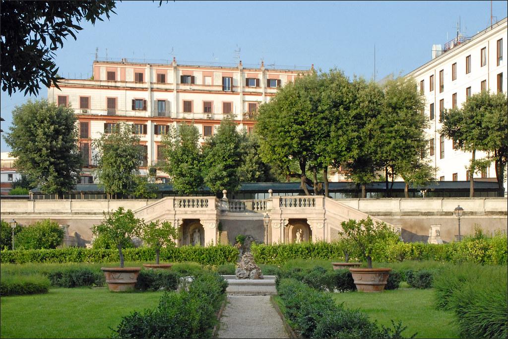 Le jardin du palais barberini rome le jardin et les for Le jardin 489 rome