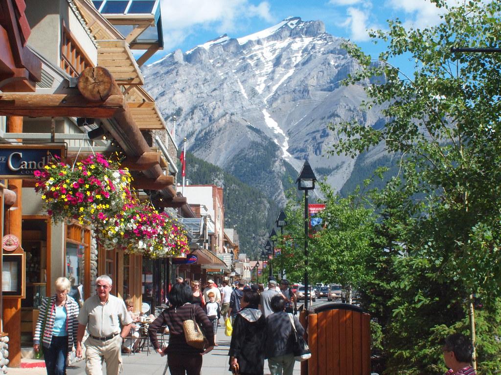 Busy Street Sidewalk Downtown Banff   Banff...