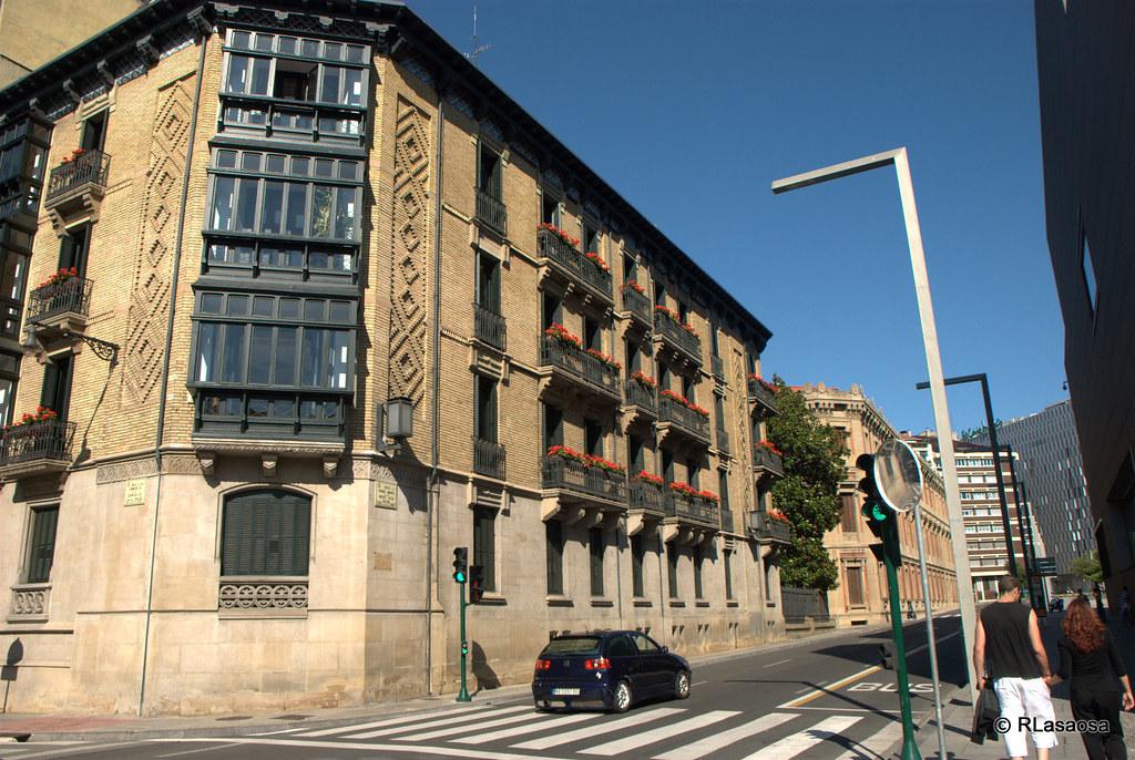 Calle padre moret pamplona edificio de oficinas de la for Oficinas bankia pamplona