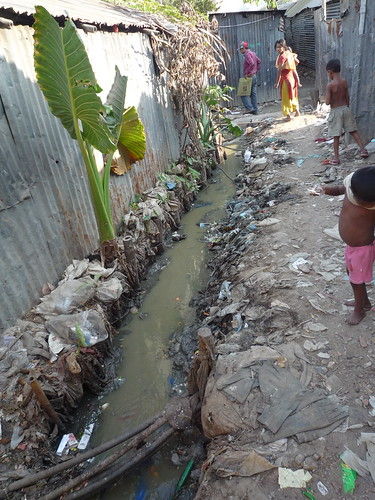 Dirty creek cross the slum | by Sustainable sanitation