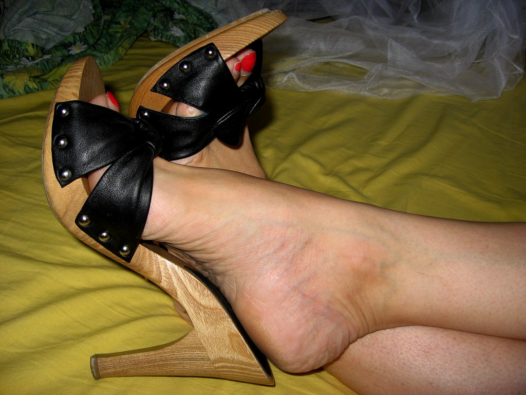 pantyhose and flipflops fetish