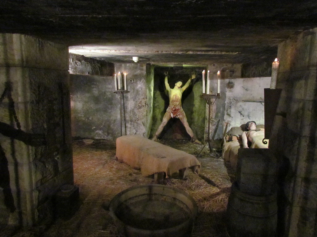 bamburgh castle dungeon - photo #21