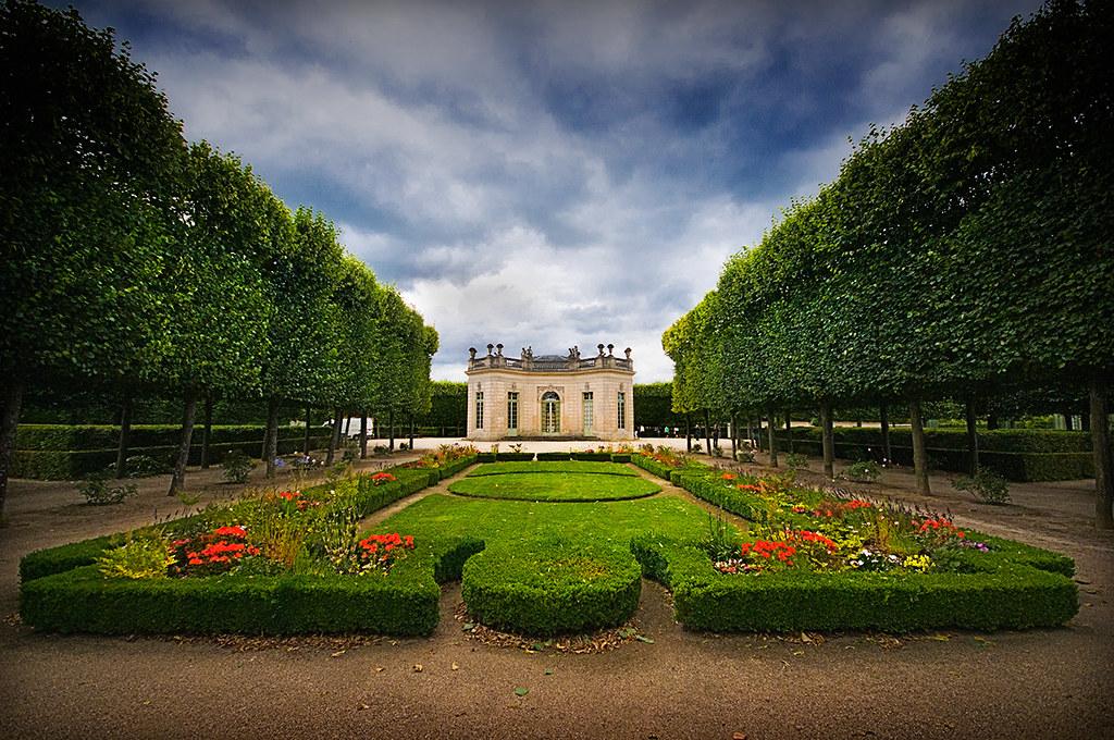 Petit trianon gardens fasci garden - Le petit jardin covent garden metz ...