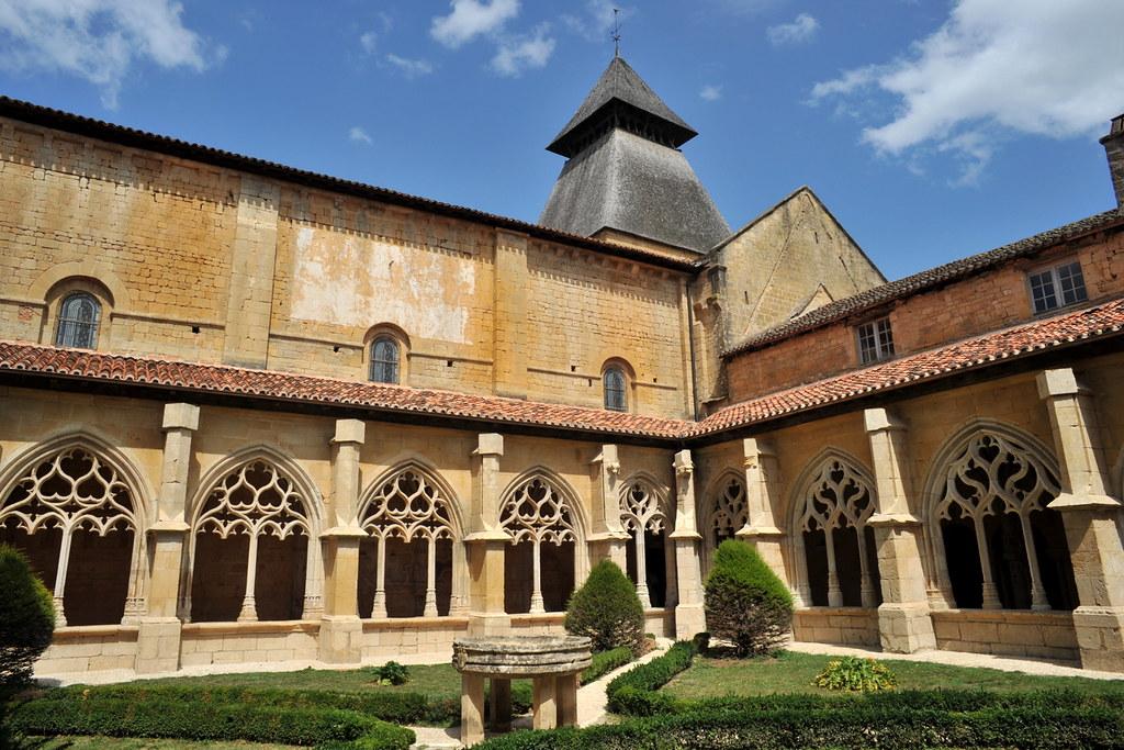 Cloitre De Labbaye De Cadouin Dordogne Un Cloitre