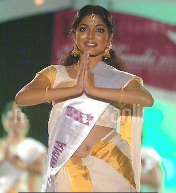 Rima Kallingal Navel Hot By Abhilash2tr