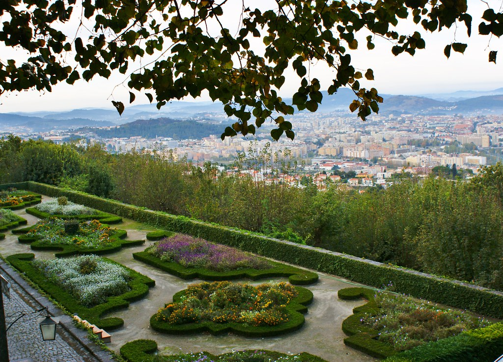 Parterre garden overlooking the city of braga 3 karl for Parterre 3d