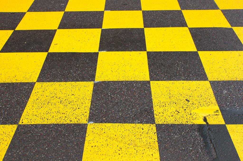 damier noir et jaune damier noir et jaune marquage au sol fr d ric bisson flickr. Black Bedroom Furniture Sets. Home Design Ideas