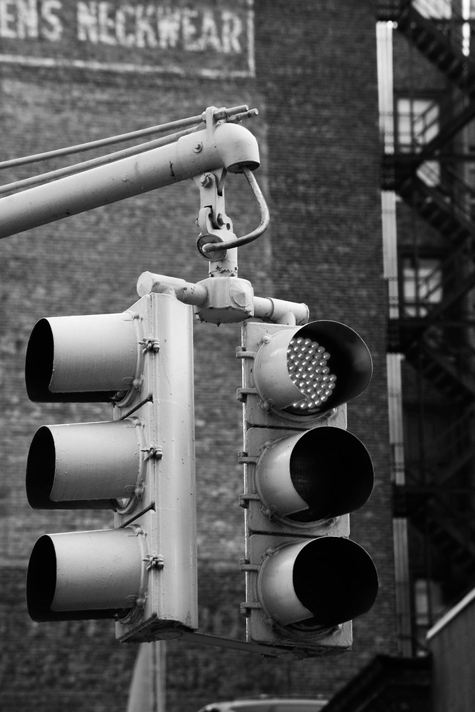 BW Traffic Light | Black and white shot of traffic light ...