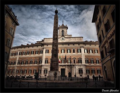 Ora tutti guardano qui roma piazza montecitorio sede for Sede parlamento roma
