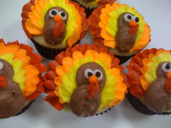 Thanksgiving cupcakes 1 cupcakes decorated as for Ideas for thanksgiving cupcake decorations