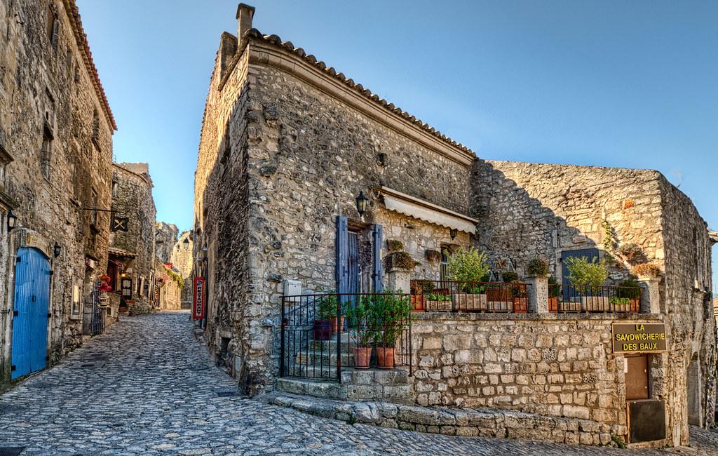 street in les baux de provence
