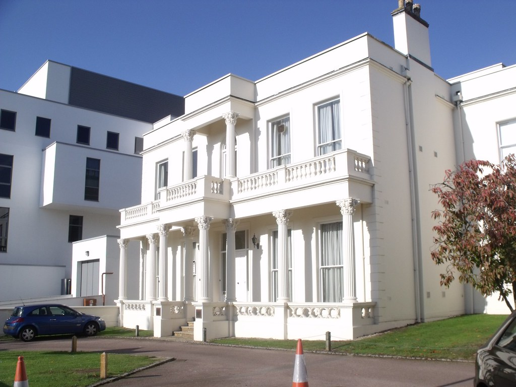 Rossmore house newbold terrace leamington spa on for Modern homes leamington