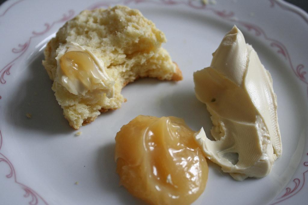 scones mit lemon curd clotted cream hier ist das. Black Bedroom Furniture Sets. Home Design Ideas