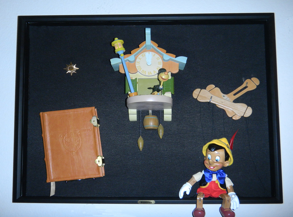 Pinocchio Pinocchio Display Containing 4 Replicas From Th Flickr