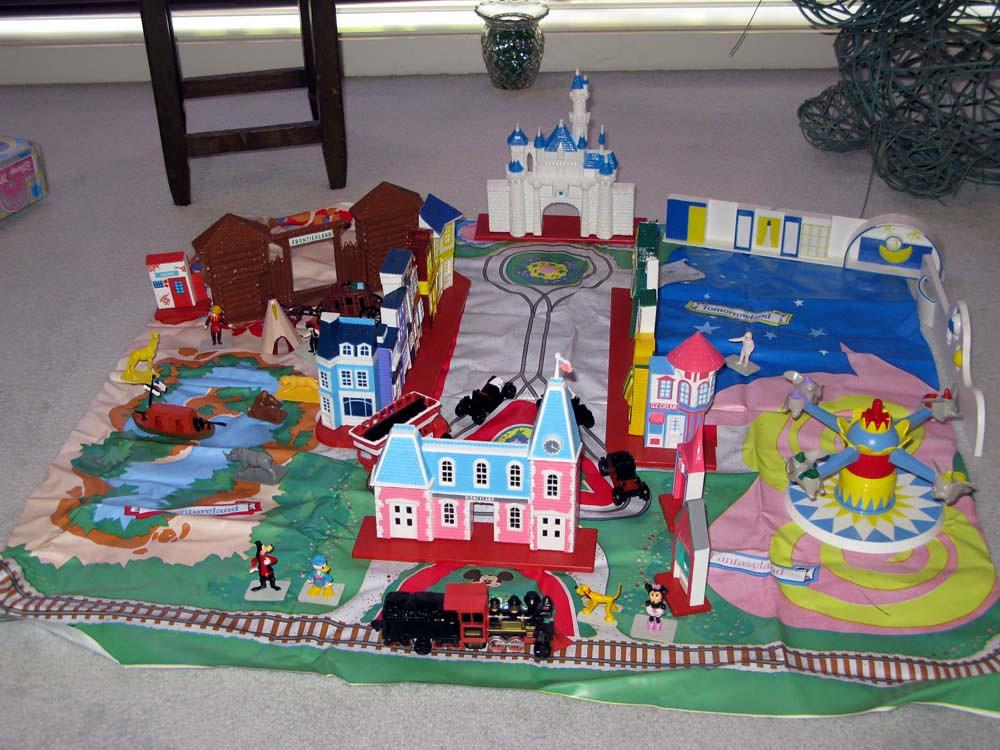 S9876 Disneyland Playset 1 G Close Flickr
