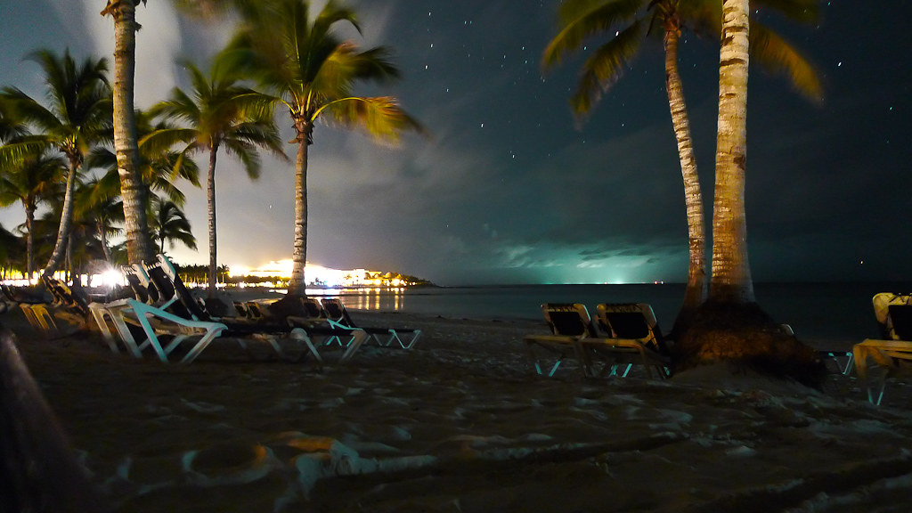 Tropical Night Sky | La plage du Barcelo Maya Beach de ...