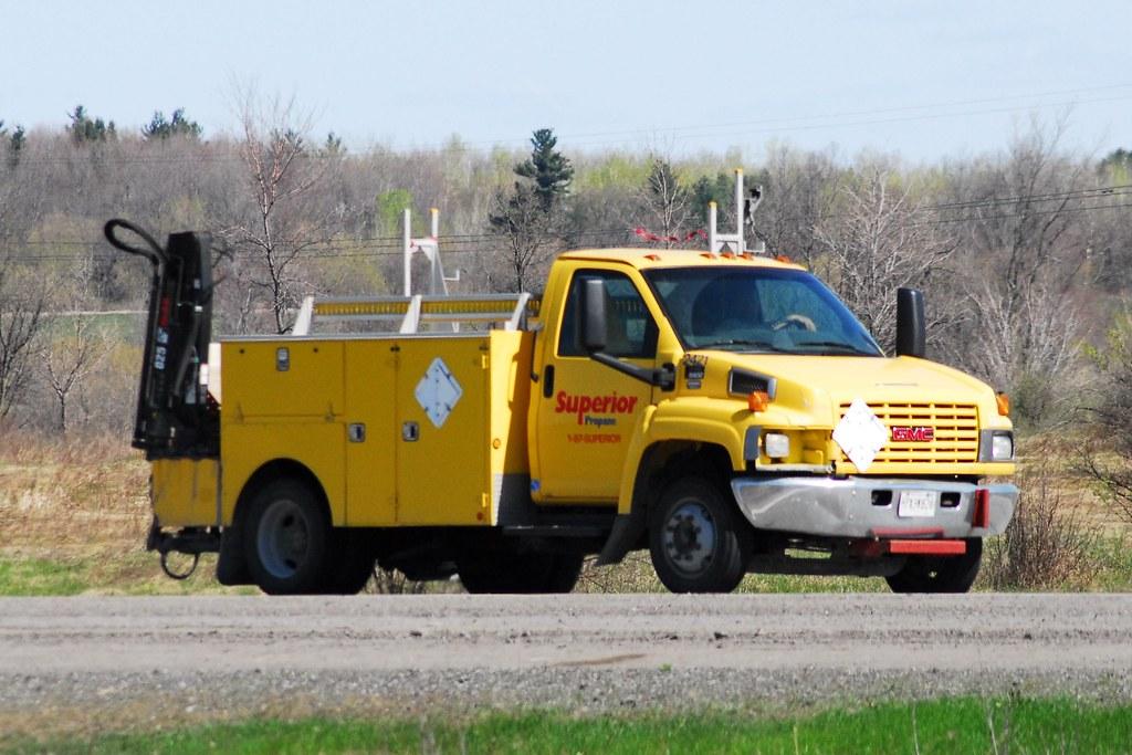 Superior Propane 2421 GMC 5500 service truck with Hiab cra ...