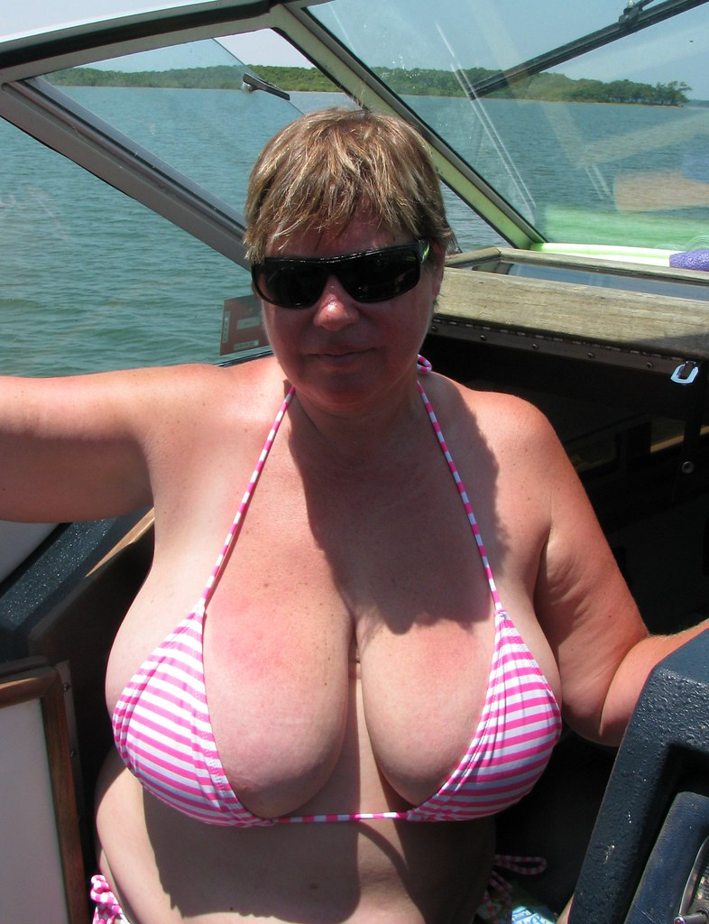 Big titted MILF Taylor Steele puts her BBW tits on display outdoor № 29757 бесплатно