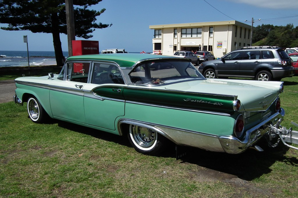 1960 Ford (USA) Fairlane Club Sedan full range specs