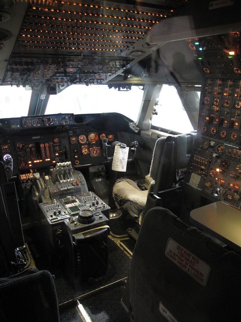 Boeing 747 Cockpit Northwest Airlines N601us This Is