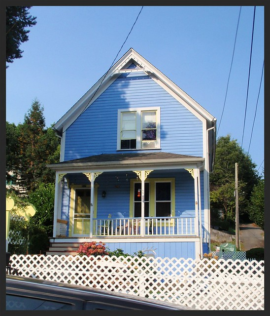 Blue victorian house w yellow trim flickr photo sharing for Victorian house trim