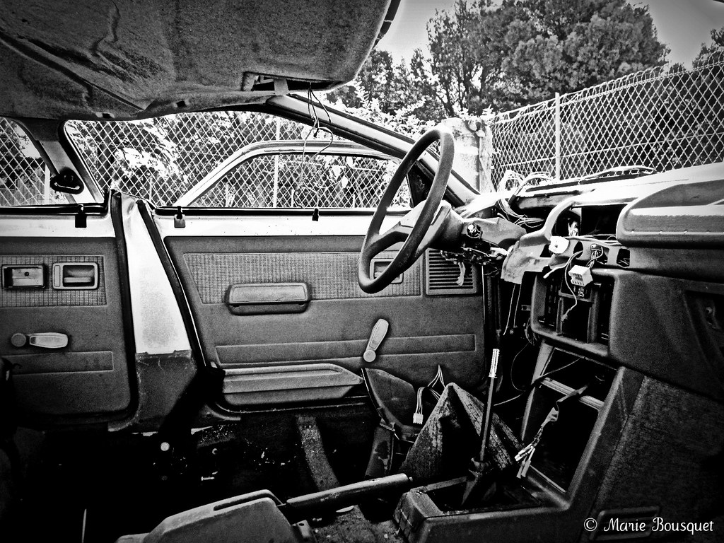 dans une carcasse de voiture marie bousquet flickr. Black Bedroom Furniture Sets. Home Design Ideas