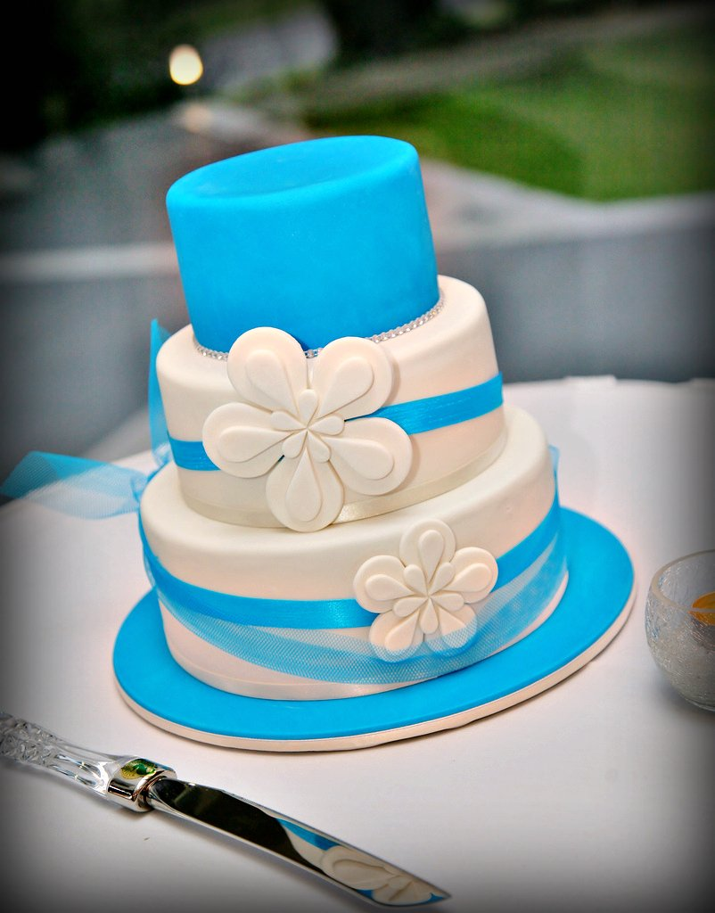 Turquoise and silver wedding cakes