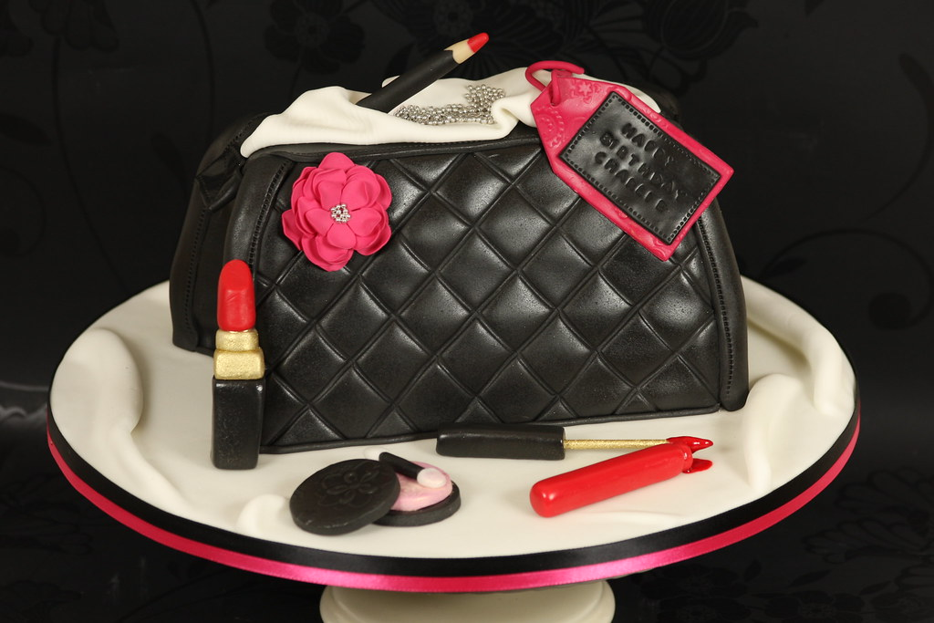 Make Up Bag Cake Design
