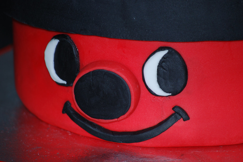 Henry Vacuum Cleaner Birthday Cake Cake Decoration By Gail Flickr