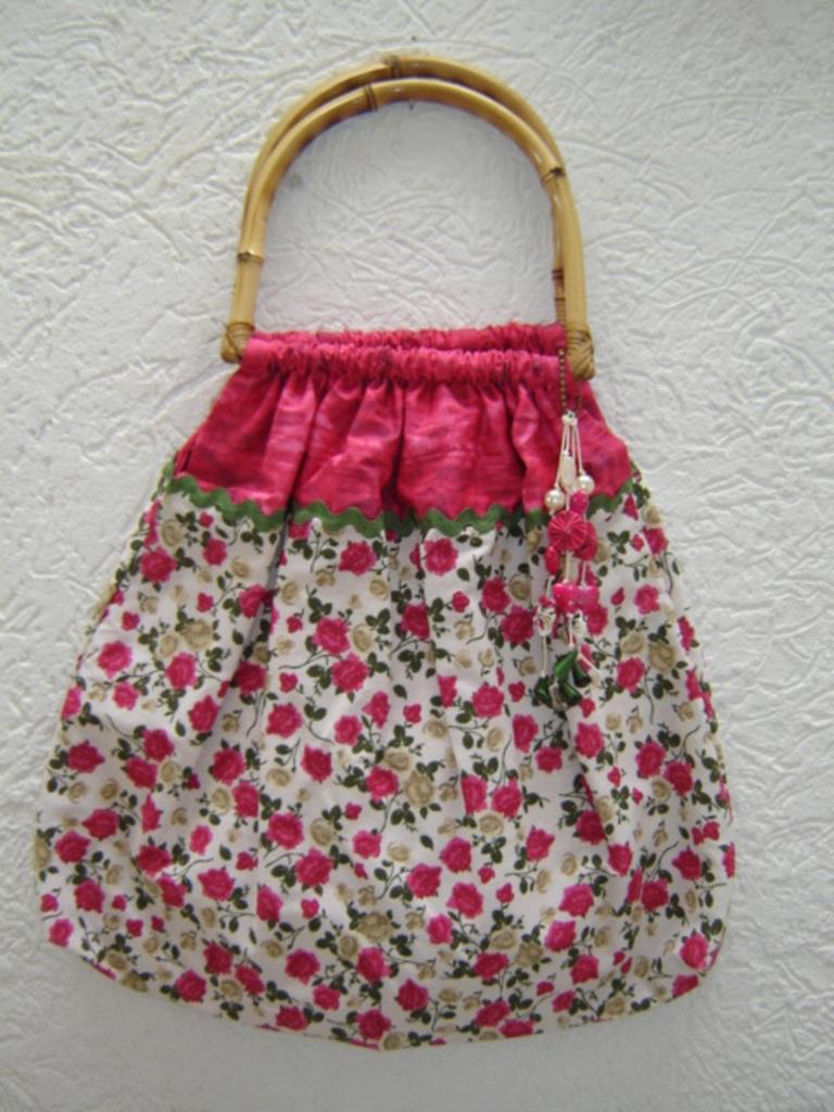 Bolsa De Tecido Com Alça De Bambu : Bolsa com al?a de bambu e estampa flores voc?