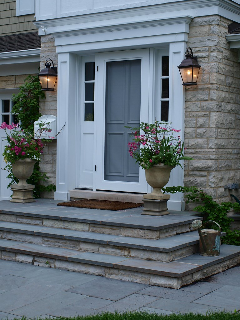 Bluestone front entry stoop front entry stoop with for Front door stoop ideas