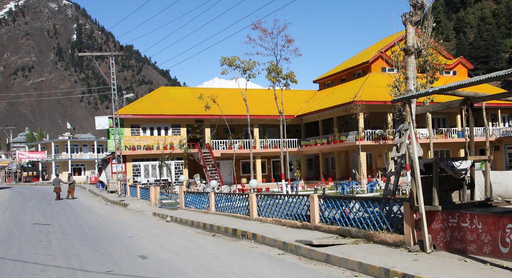 Daisyland Hotel Sign Next To Main Road In Naran Kaghan Va Flickr