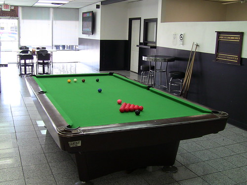 Professional pool table play on professional size - Professional pool table size ...