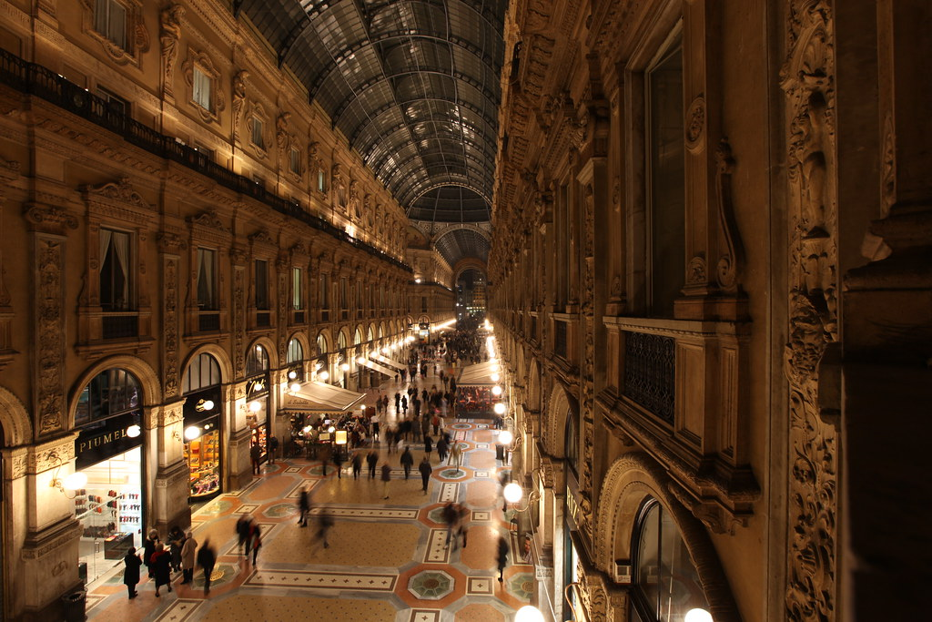 Galleria vittorio emanuele ii the galleria vittorio for Outlet design milano