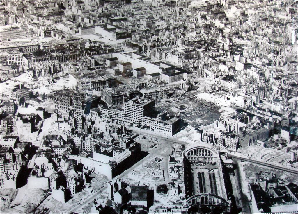 Berlin en 1947 photo a rienne de berlin apr s les bombarde flickr - Office du tourisme de berlin ...