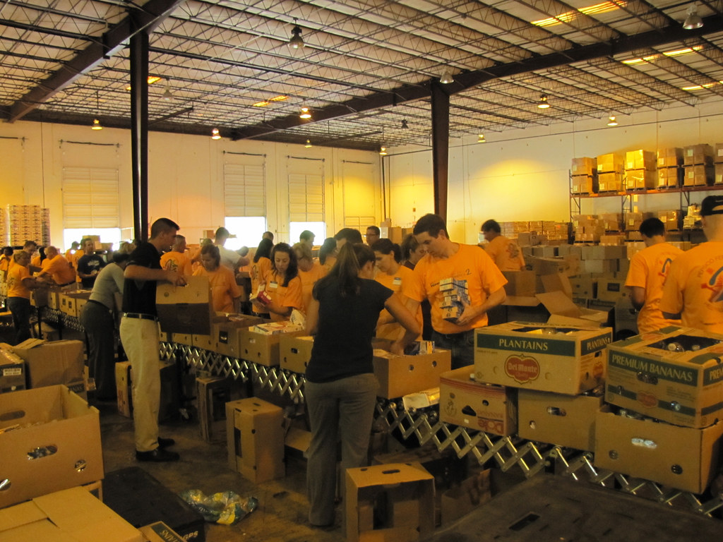 Pepsico Feeds America At Second Harvest Food Bank Of Centr
