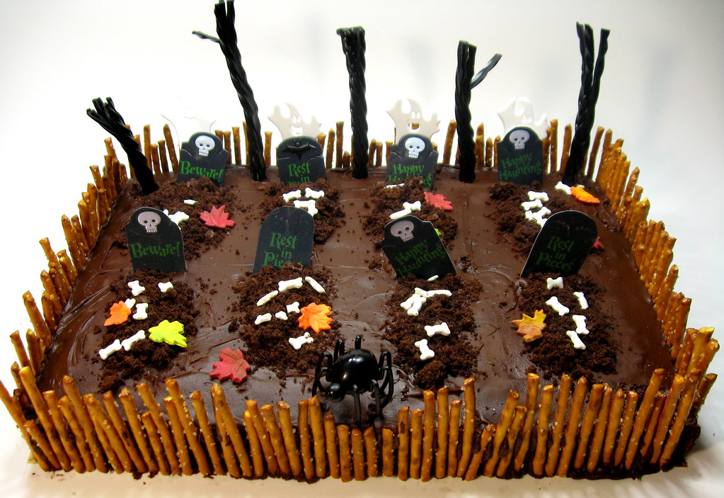 Pretzel Fence On Halloween Cake Kimberly Flickr